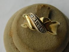 18 kt yellow gold ring with zircons. Internal measurement: 17.3 mm