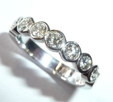Half-memory eternity ring in 14 kt / 585 white gold, 7 brilliant-cut diamonds totalling 0.80 ct, ring size: 57 / 18.1 mm