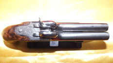 Pistol with 2 unscrewable barrels in table