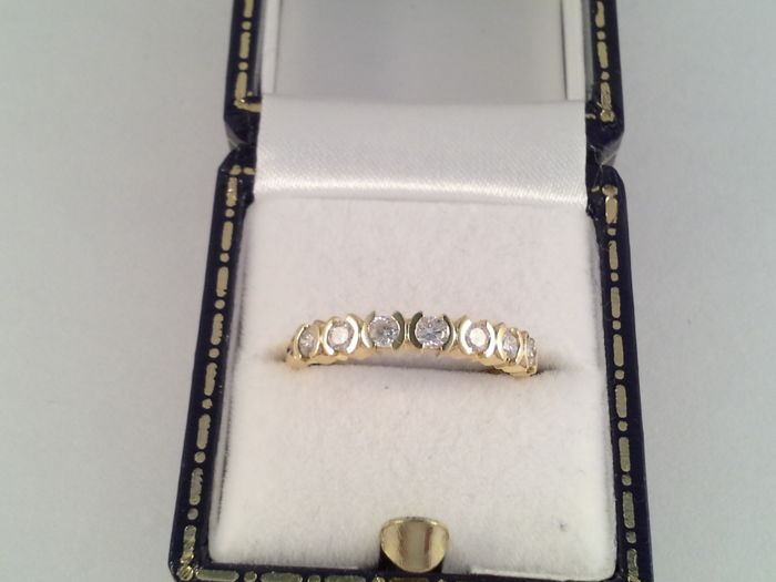 18 karat yellow gold ring with 0.49 ct diamonds, ring size 16.75 / 52