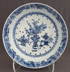 Fruit plate decorated with valuables – China – 18th century