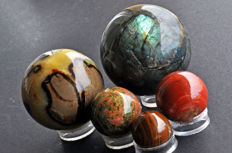 A fine collection of various mineral spheres - 3 to 7.6cm - 1270gm  (5)