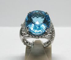 Diamond & Topaz Ring total: 24,90ct. - Ring size BE 55 NL 17,50mm