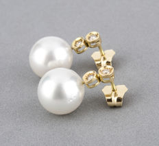 Gold (18 kt) - Earrings - Diamonds, 0.35 ct - Pearls - Maximum earring height: 17.80 mm (approx.)