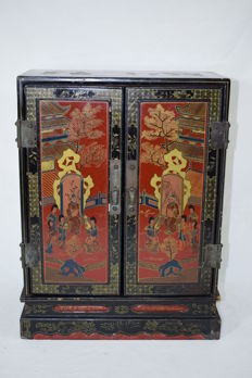 Lacquered standing cupboard - China - Late 19th century