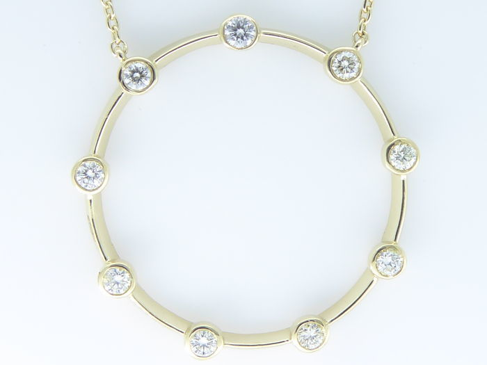 Necklace with 9 brilliant cut diamonds of 0.30 ct in total