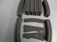 Märklin H0 - 68 piece package of C-rails, with 40 straight and 24 curved rails 2 sets of points (L and R) and 2 contra-curves