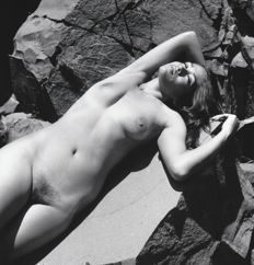 Photo ; Andrew Kaiser - Nude on the rocks - 2017