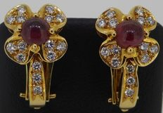 Handmade 18 kt yellow gold earrings set with natural round brilliant cut diamonds and cabochon cut ruby - Length earrings: 19 mm