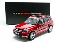 Welly GT Autos - Scale 1/18 - Mercedes-Benz GLK - Red