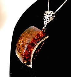 Large old amber pendant with chain set in Sterling silver 925, total weight 19.7 grams