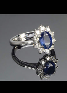 Stunning white gold ring with central 0.92 ct sapphire and diamonds, 0.80 ct (F/VVS) - Ring size: 14 mm