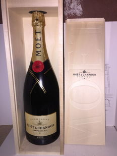 Moët & Chandon Champagne, Imperial Brut - 1 magnum (1.5L) in Original wooden case