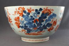 Large high bowl with a flower insect décor – China – 1st half 18th century