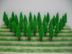 Scenery N - 170 piece package with trees