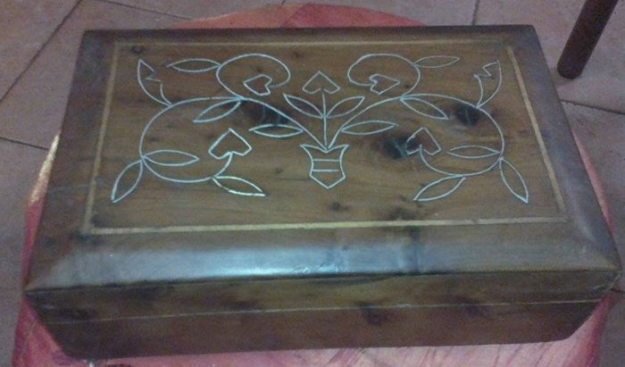 Florentine style /Jewel box - Italy - Handcrafted solid wood, from the late '800. Florentine Lily inlaid