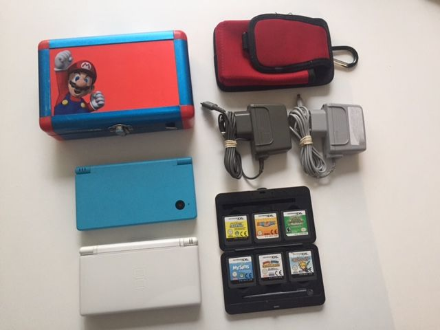 nintendo dsi and nintendo ds lite with 6 games catawiki. Black Bedroom Furniture Sets. Home Design Ideas