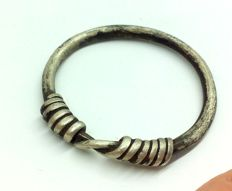 "Medieval period - Viking silver twisted ring with ""Knot"" bezel - 24 mm"