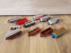 Märklin H0-10 miscellaneous freight wagons from different starter sets, one with close lighting