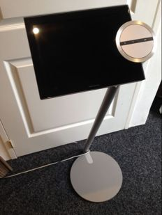 Bang & Olufsen BeoSound Encore with floor stand