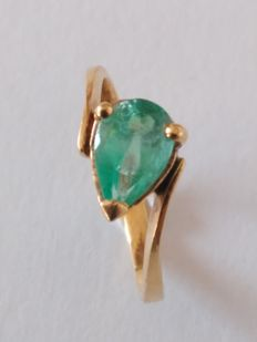 18 kt yellow gold cocktail ring with emerald – Size: 12