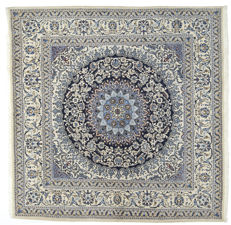 Extra Fine Nain rug - 198 x 198 cm - 80% wool, 20% cotton (approx. 250,000 - 300,000 knots per square metre) - Persian (IRAN) - With certificate of authenticity from an official appraiser (Galleria Farah 1970) - 94509.