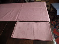 Rose damask tablecloth with lily pattern + ten matching napkins.