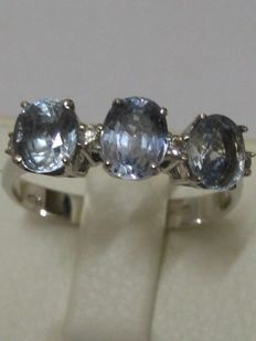 18 kt gold ring with sapphires and natural diamonds totalling 2.13 ct  (NO RESERVE PRICE)