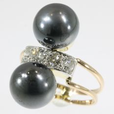 Tri-colour gold ring with diamonds and hematite spheres from the fifties