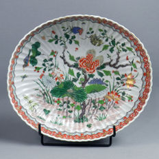 Large Famille Verte porcelain large oval bowl. Samson workshop, end 19th century. In the KANGXI style.