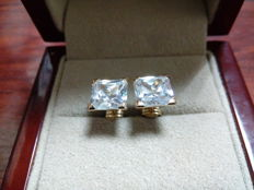 18 kt gold earrings, push back clasp, square zirconia - 8 x 8 mm.