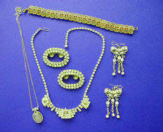 Wonderful Lot of 'Art-Deco' silver jewelry and other crystal set items