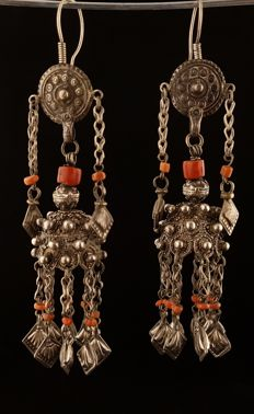 Antique hand-crafted silver earrings – Pakistan – Early 20th century.