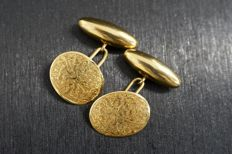 Antique 15 kt yellow gold cufflinks with decorative engraving, circa 1900, Birmingham