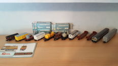 Lima/Hornby H0 - 10 freight cars, 2 passenger cars and Lima catalogue