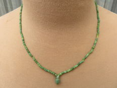 Roman Empire - Necklace with green iridescent glass beads - 49 cm.