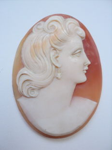 3D Old Shell Cameo - Woman with earrings - 45 x 34mm
