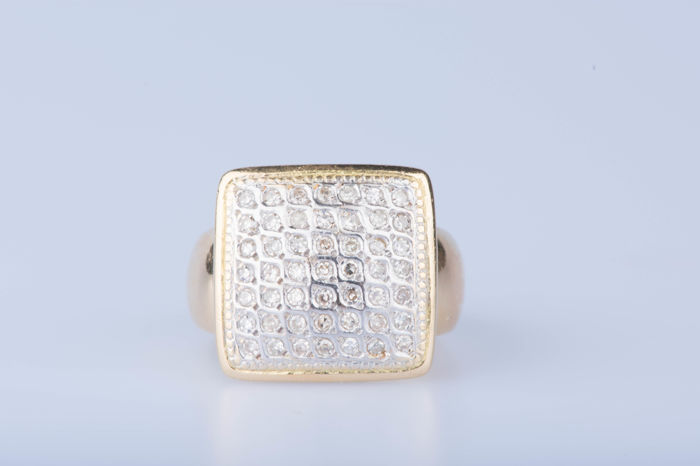 Ring in 18 kt gold with 49 diamonds, approx. 1 ct in total