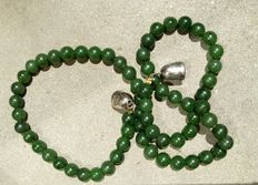 Necklace – Spinach-green, forest-green jade – From the 1950s.