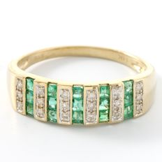 14kt Yellow Gold Ring Set with 0.08 ct Diamonds & 0.75 ct Emeralds  Size 7