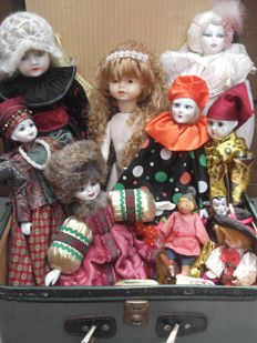 Misc. makers - Girl beauty concept, vintage porcelain dolls with suitcases.