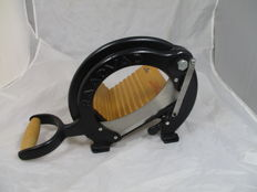Vintage RAADVAD Cutter / Bread Slicer Danish Design black
