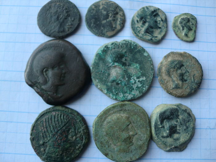 Ancient Hispania - lot of 10 coins of several Hispanic mints (Celsa, Colonia Patricia, Castulo and Obulco) asses, semis and quadrans.