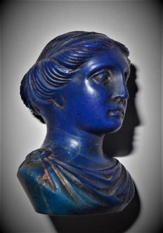 A beautiful and rare lapis lazuli bust of a Classical Lady - 32 x 24 x 23mm