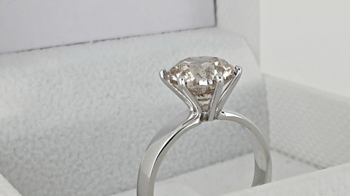 3.52 ctround diamond ring made of 14 kt white gold - size 7.5