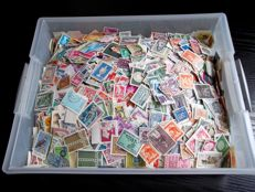 Western Europe - Over 12,000 stamps without paper, in plastic box