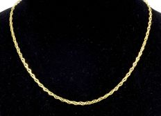 18k Gold. Chain Oval Singapore. Length 45 cm