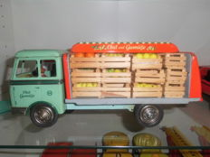 Göso, Western Germany - Length: 30 cm - Sheet metal fruit and vegetables truck with friction drive 50s - rare