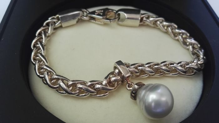 Bracelet with 12 mm Australian pearl  no reserve
