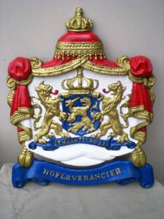 Coat of arms- je maintiendrai - purveyor - cast iron